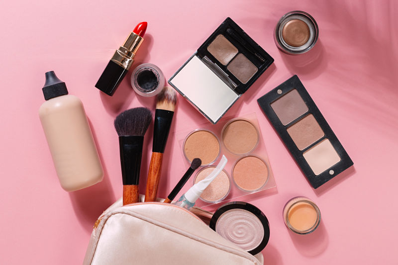 Makeup for Sensitive Skin: Liquid or Powder Foundation?