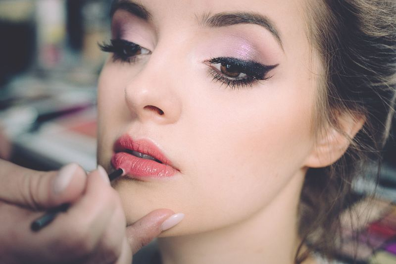 Use Sensory Modifiers to Formulate the Best Makeup for Sensitive Skin